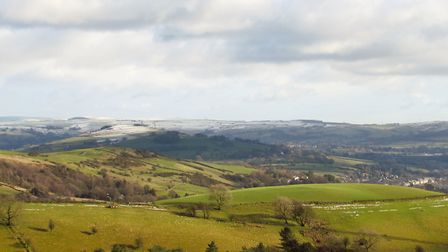 View across the moors, descending from the Bowstones