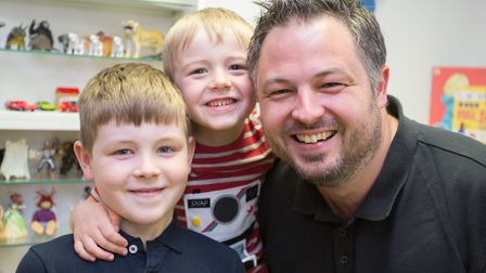 Andrew Turnbull and his sons Maxwell and Lucas (photo: Manu Palomeque)