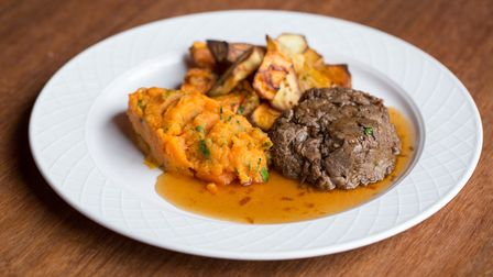 Recipe: braised beef with butternut squash mash (photo: Manu Palomeque)