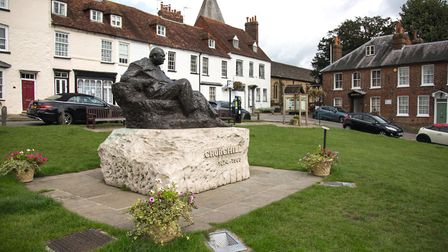 Statue of Sir Winston Churchill on the village green, sculpted by Oscar Nemon (photo: Manu Palomeque