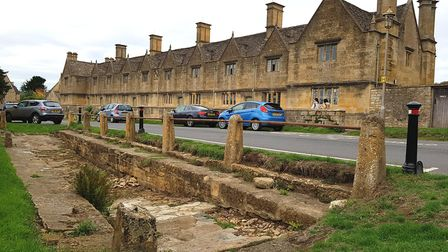 Almshouses and wheel wash in Chipping Campden (c) Jane Leigh