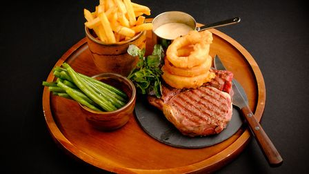 The Horse & Groom offers real ales, fine wines and great food (c) Simon Hayward