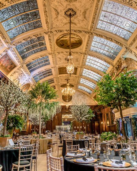 Showstopping design at Thornton Manor (c) Steven Lloyd Photography