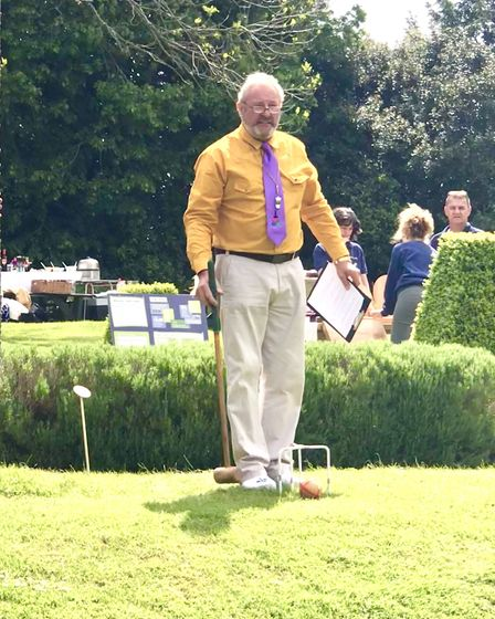 Robbie Richardson, the inventor of Crolf, explains the rules to competitors at the British Open Cham