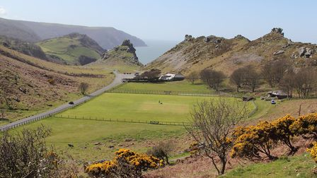 The Valley of Rocks (c) j.e.mcgowan, Flickr (CC BY 2.0)