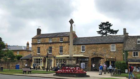 Cotswold court and war memorial, Broadway