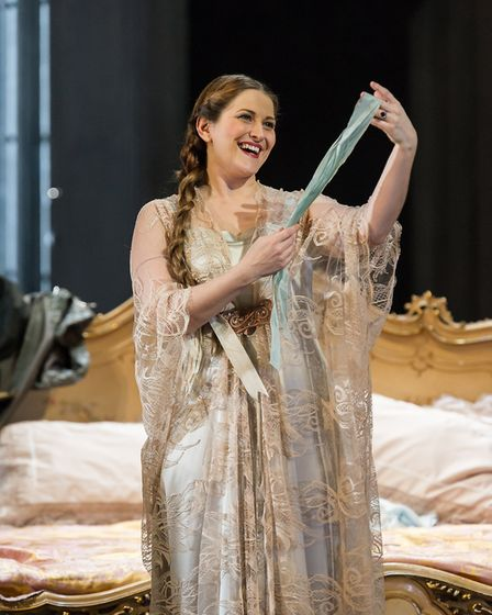 Ana Maria Labin as Countess Almaviva (c) Clive Barda