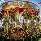 Mig Kimpton with Floral Carousel at Blenheim Palace Flower Show, 2019 (photo: Richard Cave)
