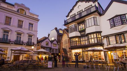 Exeter Cathedral Close (c) Edwin YEUNG, Flickr (CC BY 2.0)