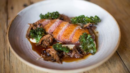 Duck breast, cauliflower, kale, currant and duck leg sauce (photo: Manu Palomeque)