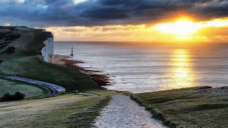 Beachy Head by Lee Roberts (https://creativecommons.org/licenses/by-sa/2.0) via https://flic.kr/p/dR