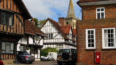 Lingfield (c) Peter Trimming, Geograph