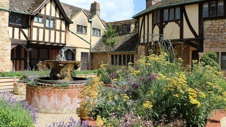 We've gathered some beautiful boutique wedding hotels in Kent (photo: Hever Castle)