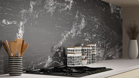 A splashback in a contrasting stone protects your wall from cooking fat spatters and provides a desi