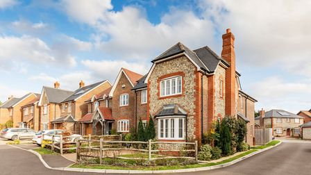 STAR BUY Farmers Way, Horndean £535,000 Attractive flint-fronted family house built in 2013 in semi-