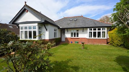 South Lane, Clanfield £563,495 Spacious chalet bungalow with part-vaulted family/dining room Arch