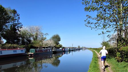 A runne on tthe Bridgewater Canal towpath