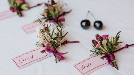 Micro clusters of flowers at each place setting gives an additional personal touch. Image: Fresh Sho