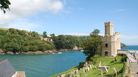 Dartmouth Castle viewed across the graveyard of St. Petroc's church (c) Richard Szwejkowski, Flickr