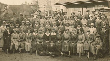 Munitions workers at Waters Garage, Hatfield, five days after the Armistice (photo: Hatfield Local H
