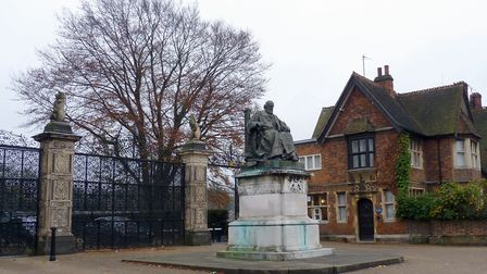Monument to Robert Gascoyne-Cecil, three time prime minister, in front of the gates of Hatfield Hous
