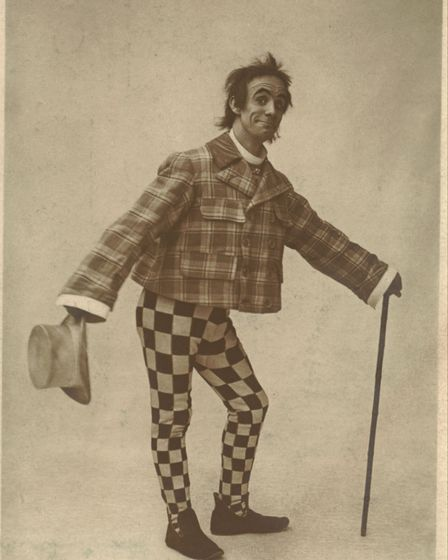 Dan Leno in about 1900. A major comic star of the Victorian theatre, he played the Wicked Aunt in Ba