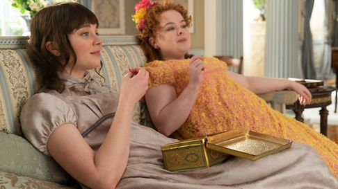 BRIDGERTON (L to R) CLAUDIA JESSIE as ELOISE BRIDGERTON and NICOLA COUGHLAN as PENELOPE FEATHERINGTO