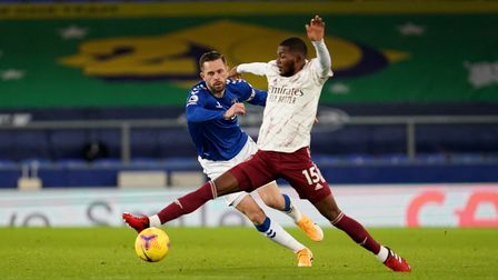 Everton's Gylfi Sigurdsson (left) and Arsenal's Ainsley Maitland-Niles (right) battle for the ball d