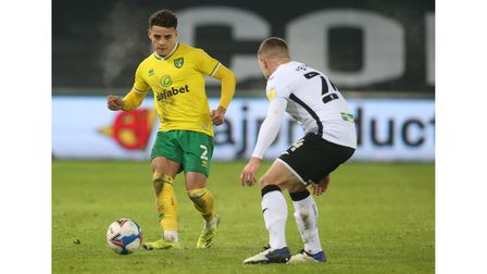 Connor Roberts of Swansea City and Max Aarons of Norwich City during the Sky Bet Championship match