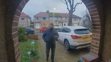 Police are appealing to identify a phone thief in Hornchurch.