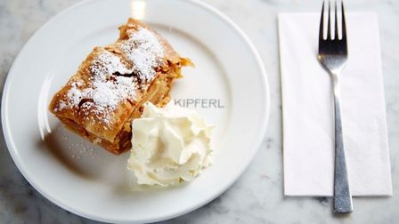 Kipferl apple strudel