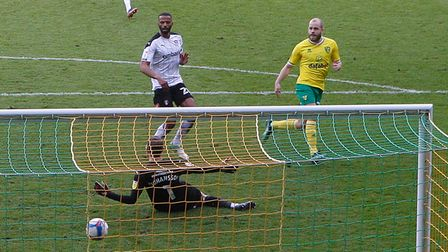 Teemu Pukki of Norwich scores his sides 1st goal during the Sky Bet Championship match at Carrow Roa