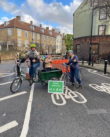 Low Traffic Islington group members held an event in Canonbury to promote the council's people-friendly streets initiative