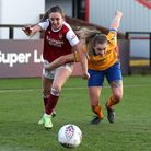 Arsenal's Lisa Evans (left) and Everton's Lucy Graham battle for the ball during the FA Women's Supe