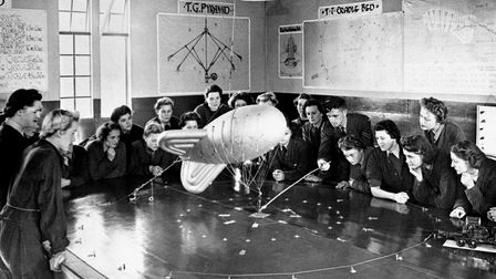 An RAF Corporal delivers a lecture on mooring a barrage balloon in 1942