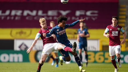 Burnley's Ben Mee (left) and Arsenal's Willian (right) battle for the ball during the Premier League