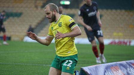 Teemu Pukki of Norwich misses a golden chance early on during the Sky Bet Championship match at Carr