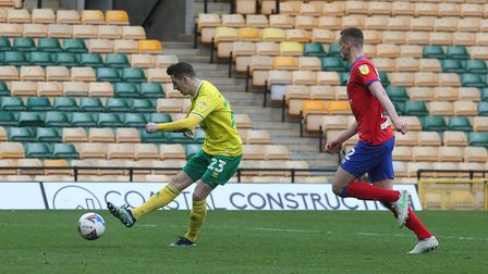 Kenny McLean of Norwich scores his sides 1st goal during the Sky Bet Championship match at Carrow R
