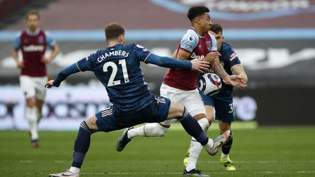 West Ham United's Jesse Lingard (right) and Arsenal's Calum Chambers (left) battle for the ball duri