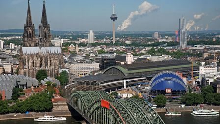 (GERMANY OUT) Germany - North Rhine-Westphalia - Cologne: cityscape with Cologne Cathedral, televisi