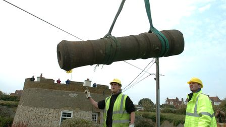 Asix foot cannon being lifted from the site of the Martello Tower on South Hill, Felixstowe