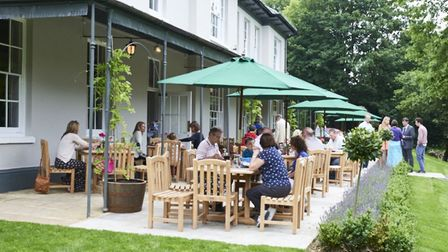 Al fresco dining at The Prae Wood Arms.