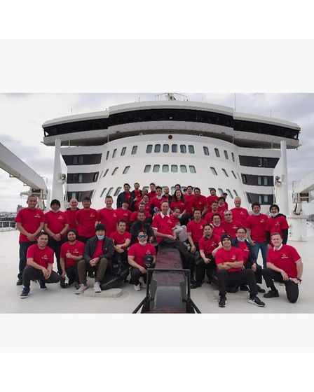 The crew of the Queen Mary 2 have raised more than £1,00 for the DisabledSailing Association in Torquay.