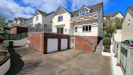 Modern four bed house for sale in Bideford