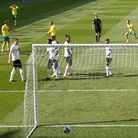 Kieran Dowell of Norwich scores his sides 1st goal from a free kick during the Sky Bet Championship