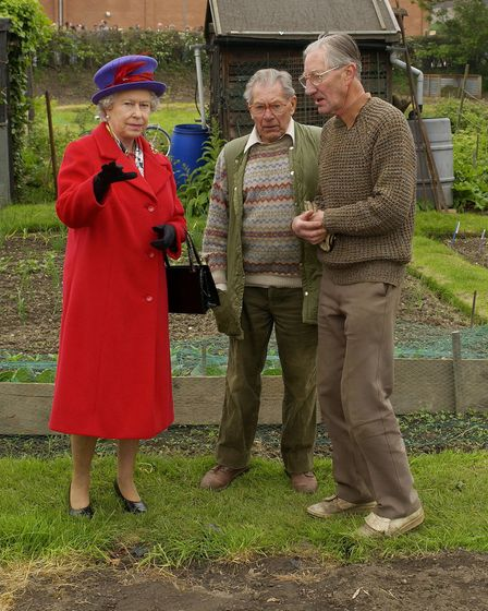 Queen Elizabeth II talks to gardening enthusiasts Donald Doody (left) and John Harrison on their all
