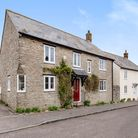 Cute cottage house for sale in Thorncombe