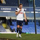 Tottenham Hotspur's Harry Kane hobbles around the edge of the pitch after being substituted with an