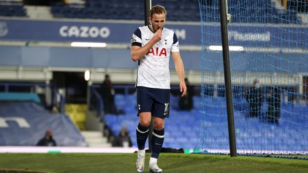 Tottenham Hotspur's Harry Kane hobbles off with an ankle injury at Everton's Goodison Park