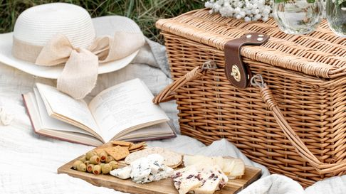 Grab a book, your favourite food and head to one of these beautiful Hampshire picnic spots